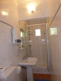 LES LAURIERS ROSES   N 971239-salle-d-eau