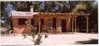 Location de vacances Peypin d'Aigues Location de Vacances Chalet Castellas dans un parc forestier