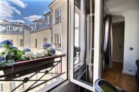 gite Paris 3e Arrondissement Apartment near Champs Elysées - 3 adults