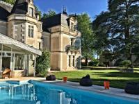 Location de vacances Verrières Location de Vacances Chateau L'Hubertiere near Poitiers