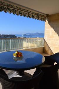 gite Saint Laurent du Var Modern apartment with two bedrooms and spectacular view