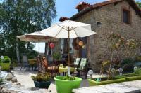 Location de vacances Montrollet Location de Vacances Chez Charmaux Farmhouse