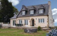 Location de vacances Plaine Haute Location de Vacances Holiday Home Pledran with Fireplace I