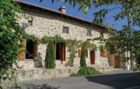 Location de vacances Cherves Châtelars Location de Vacances Holiday Home Massignac with Fireplace I