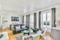 gite Paris 8e Arrondissement Luxury and Spacious Appartment in Saint Michel