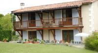 Location de vacances Bors (Canton de Montmoreau Saint Cybard) Location de Vacances Le Nid, Langlade