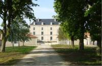 gite Blanzay sur Boutonne Chateau la Bone