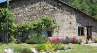 Location de vacances Olliergues Location de Vacances Le Pre Vert - Garden Annexe