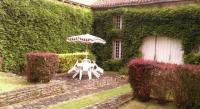 Location de vacances Saint Cernin de l'Herm Location de Vacances Holiday home Maison Amouroux