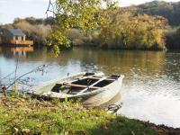 Gîte Angerville la Martel Cabanes flottantes et gîtes au fil de l'eau