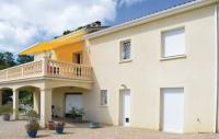 Location de vacances Cubjac Location de Vacances Four-Bedroom Holiday Home in Trelissac