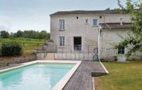 Location de vacances Trois Palis Location de Vacances Studio Holiday Home in Champmillon
