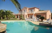 Location de vacances Sauvian Location de Vacances Five-Bedroom Holiday Home in Cers