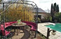 Location de vacances Perpezac le Blanc Location de Vacances Five-Bedroom Holiday Home in Varetz