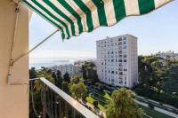 gite Nice 7th floor flat with sea view