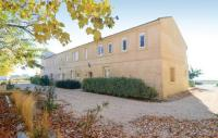 gite Arles Three-Bedroom Holiday Home in Le Sambuc