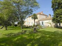 gite Doulezon Holiday home Neuffons