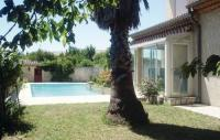 gite Arles Four-Bedroom Holiday Home in Milhaud
