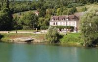 Location de vacances Château Thierry Location de Vacances Three-Bedroom Holiday Home in Jaulgonne