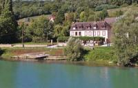 Location de vacances Château Thierry Location de Vacances Two-Bedroom Holiday Home in Jaulgonne