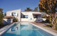 gite Bédarrides Two-Bedroom Holiday Home in L'Isle sur la Sorgue