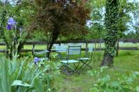 Gite du Maurel-jardin-privatif-devant-le-gite