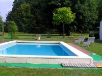 GITE AUX GRANDS HÊTRES LES NOYERS-la-piscine-a-disposition