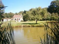 Location de vacances Génelard Location de Vacances La maison du garde chasse et son étang
