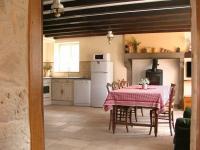 La maison du garde chasse et son étang-Salle-et-coin-cuisine