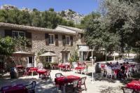 Hotel pas cher Aureille hôtel pas cher Logis Domaine De Roquerousse