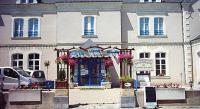 Hôtel Lézigné hôtel Logis Le Port Saint Aubin