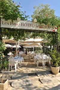 Hôtel Villecroze hotel restaurant les pins
