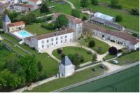 Hôtel Saint Jean d'Angély hôtel Château de Laléard