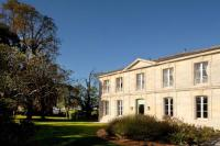 Hôtel Saint Sauveur hôtel Château Ormes de Pez