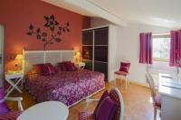 Hotel Kyriad Vitrolles en Lubéron Relais du Silence Le Mas de Guilles