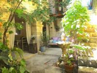 hotels Manosque Un Patio en Luberon