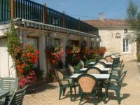 Hôtel Gensac la Pallue Hotel Restaurant Karina