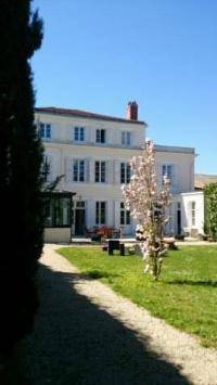 Hôtel Chantemerle sur la Soie hôtel H de Surgères