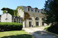 Hôtel proche Gare de Carignan Tremblois lès Carignan hôtel Chateau de Bazeilles