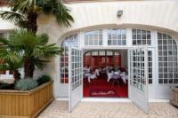 Hôtel Cozes Hotel Restaurant Le Lion d'Or