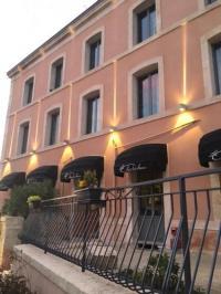 hotels La Crèche AU CHABICHOU