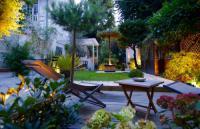 Chambre d'Hôtes Rueil Malmaison Villa du Square, Luxury Guest House