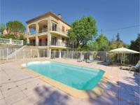 gite Robion Three-Bedroom Holiday Home in Apt