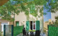 gite Noves Two-Bedroom Holiday Home in Aubignan