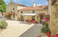 gite Périgné Three-Bedroom Holiday Home in Salles les Aulnay