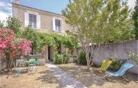 gite Maussane les Alpilles Four-Bedroom Holiday Home in Avignon