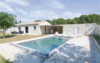gite Flaux Awesome home in Bagnols sur ceze w Outdoor swimming pool, Outdoor swimming pool and 4 Bedrooms
