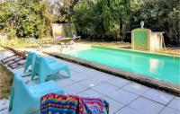 gite Cairanne Awesome home in Bédarrides w Outdoor swimming pool, Outdoor swimming pool and 1 Bedrooms