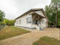 gite Montcuq Modern bungalow in Belaye with large garden