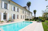 gite Loupiac Blesignac Chateau Sleeps 12 Pool WiFi